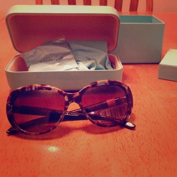 3e196a899c3 Authentic Tiffany co stylish sunglasses!